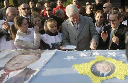 Bill Clinton cutting a cake