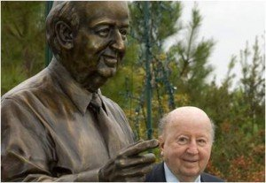 George P. Mitchell poses with his statue in the Woodlands (photo credit: AP).